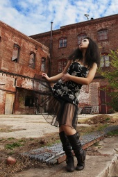 http://photos.modelmayhem.com/photos/121116/04/50a634a25b3eb_m.jpg