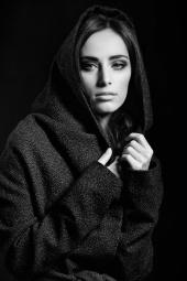 http://photos.modelmayhem.com/photos/121119/23/50ab35f370038_m.jpg