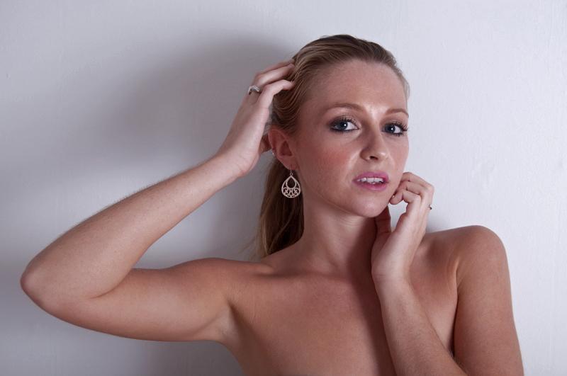 https://photos.modelmayhem.com/photos/121121/14/50ad5b9ce4259.jpg
