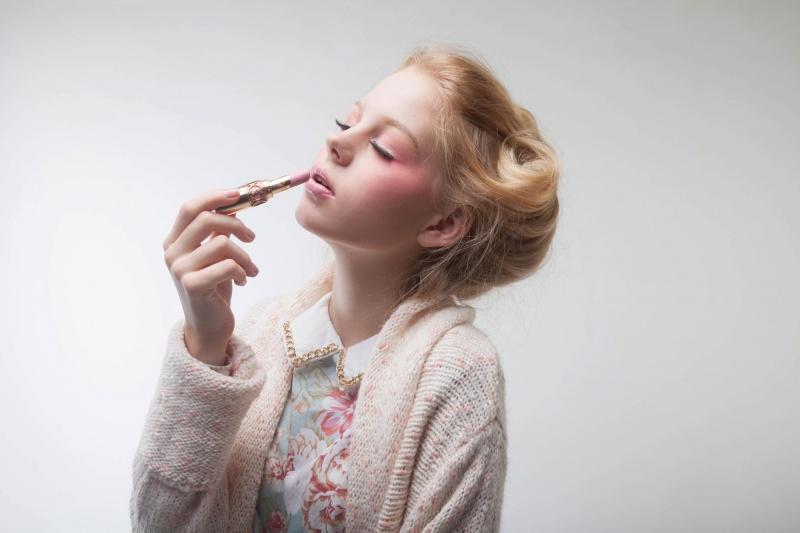 Female model photo shoot of Carmen Lai