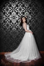 https://photos.modelmayhem.com/photos/121129/13/50b7d2fcad8ee_m.jpg
