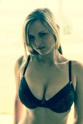 http://photos.modelmayhem.com/photos/121129/22/50b85403b554b_m.jpg