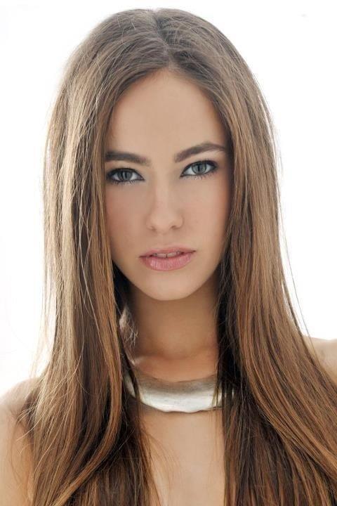 Female model photo shoot of Emma Winder-Hipkiss
