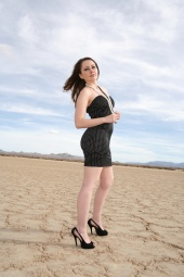 http://photos.modelmayhem.com/photos/121208/11/50c3997971a1c_m.jpg