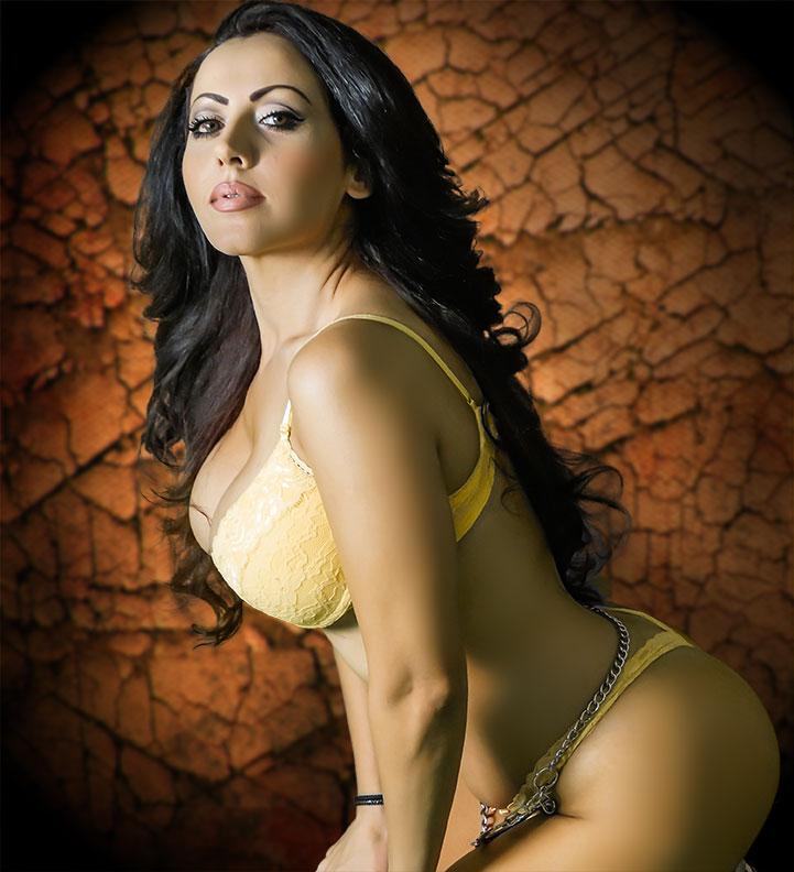 http://photos.modelmayhem.com/photos/121211/19/50c7f63b3f35a.jpg