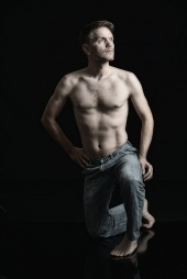 http://photos.modelmayhem.com/photos/121218/23/50d16d423ff24_m.jpg