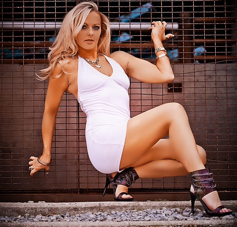 http://photos.modelmayhem.com/photos/121227/19/50dd0f623b7b0.jpg