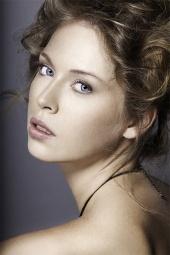 http://photos.modelmayhem.com/photos/130105/13/50e8a1e189eab_m.jpg