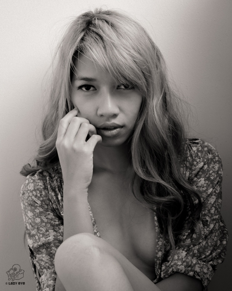 http://photos.modelmayhem.com/photos/130105/22/50e916fcb9a9b.jpg