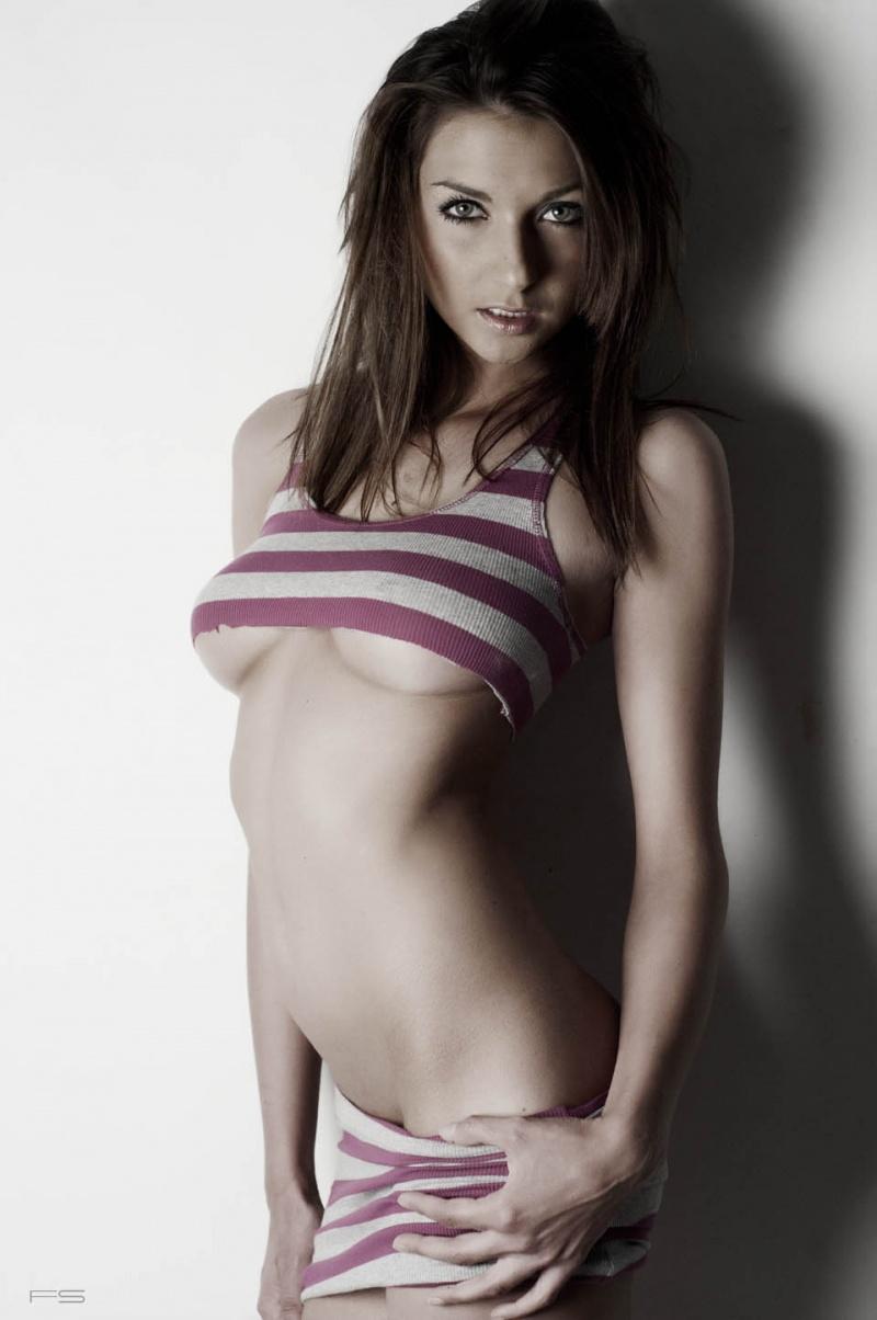 https://photos.modelmayhem.com/photos/130107/23/50ebc7d51531c.jpg