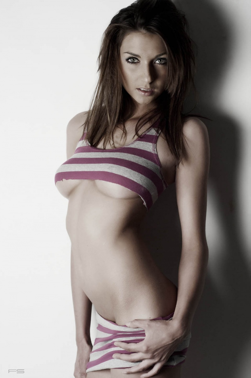 http://photos.modelmayhem.com/photos/130107/23/50ebc7d51531c.jpg