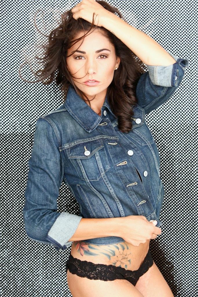 Female model photo shoot of Felicia Nott