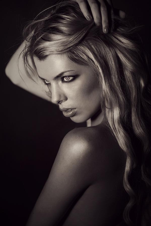Female model photo shoot of Jolie Louise