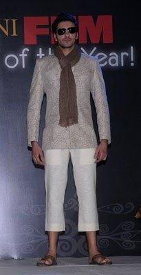 Male model photo shoot of Gurjap in TAJ LANDS END MUMBAI