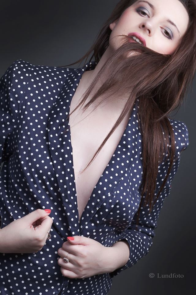Female model photo shoot of CherylxSmith