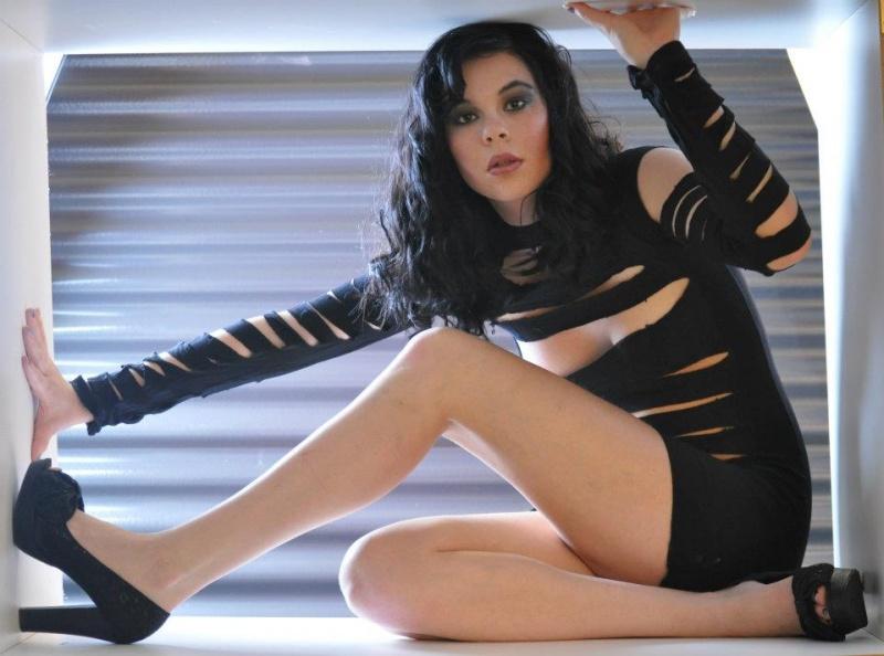 https://photos.modelmayhem.com/photos/130124/01/5101013556430.jpg
