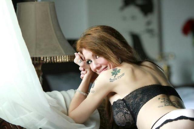 Female model photo shoot of Laura Burns-Thompson