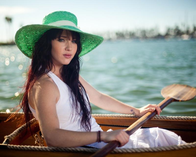 Female model photo shoot of Lindsey Hibbard