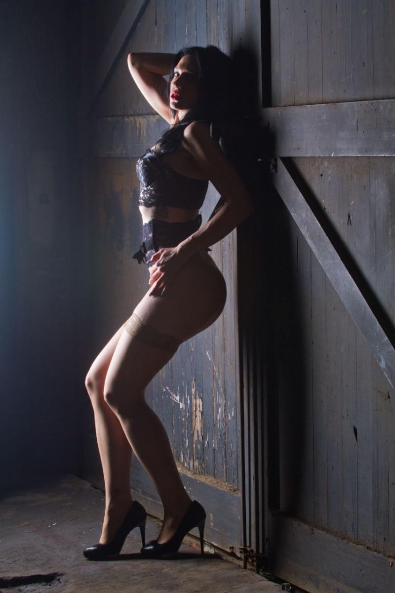 Female model photo shoot of Temptress Soul
