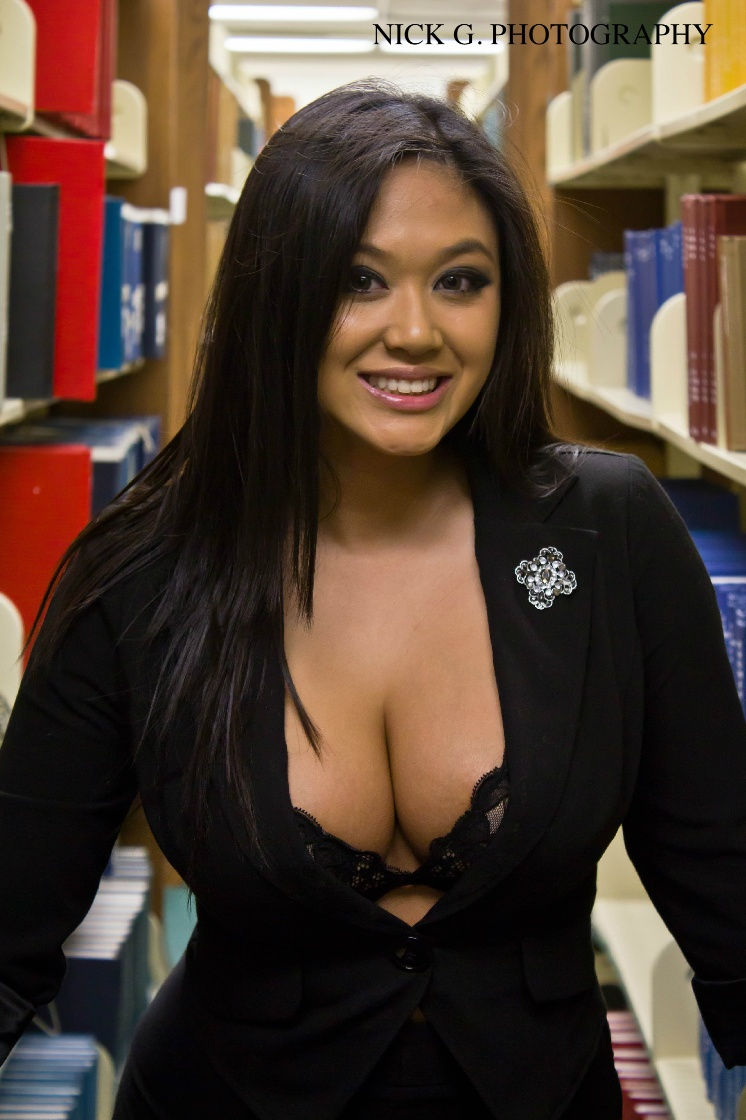 bigtitted booty babe doggystyled