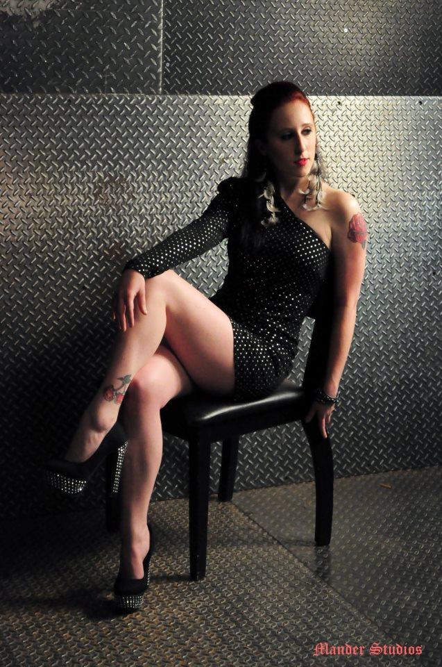 Female model photo shoot of Melly Babie
