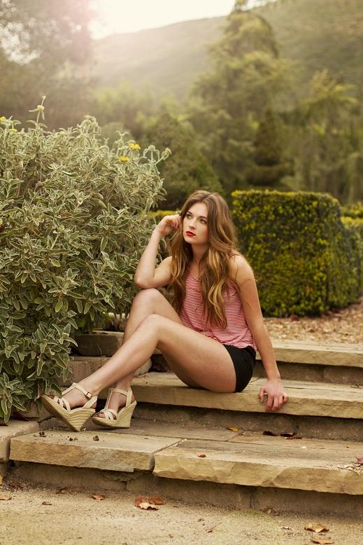 http://photos.modelmayhem.com/photos/130204/19/51107d94c6ad6.jpg