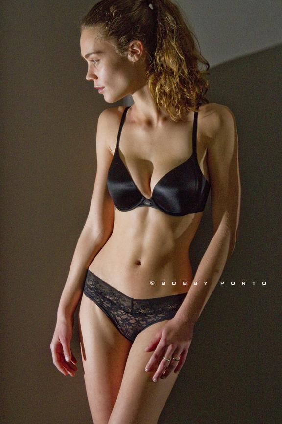 https://photos.modelmayhem.com/photos/130207/16/511445ca3553d.jpg