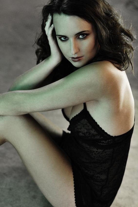 https://photos.modelmayhem.com/photos/130214/07/511d02663896a.jpg