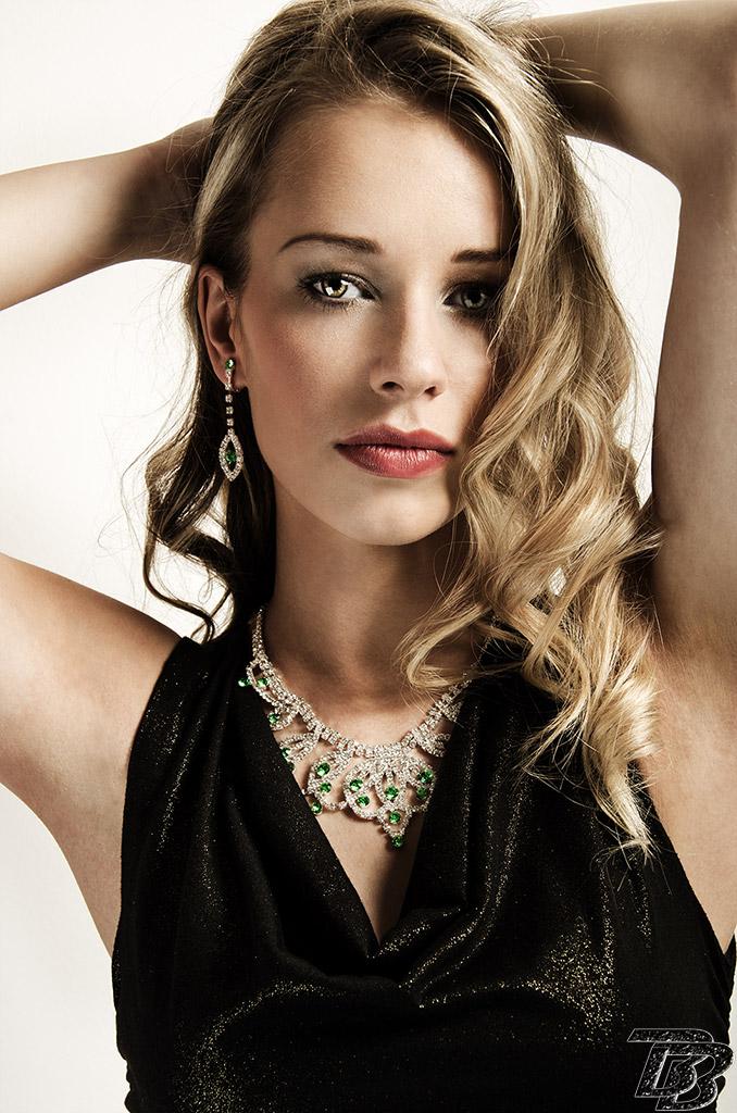 Female model photo shoot of Jamiieee
