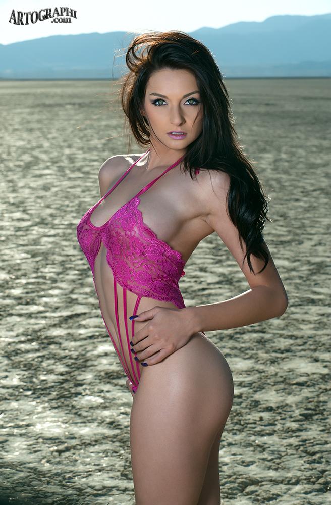http://photos.modelmayhem.com/photos/130218/19/5122f37a62ba9.jpg