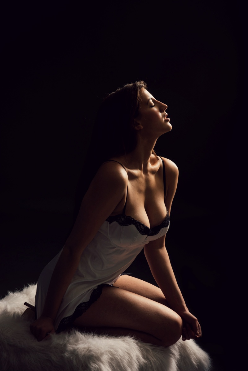 https://photos.modelmayhem.com/photos/130223/17/512971fcc1a98.jpg