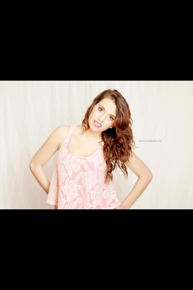 Female model photo shoot of Laura karnbach