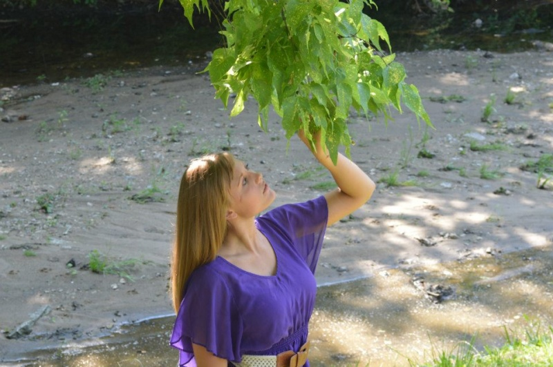 Female model photo shoot of Elizabeth93