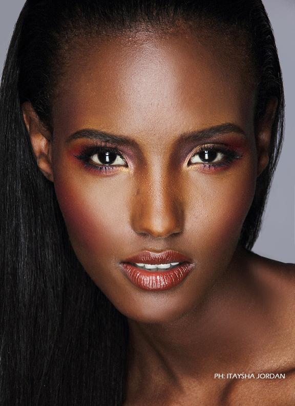 Female model photo shoot of Itaysha in BK
