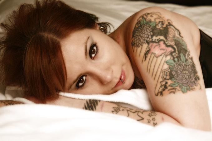 Female model photo shoot of Famous_Nyx