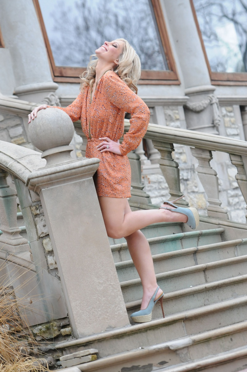 Female model photo shoot of Rayray0117