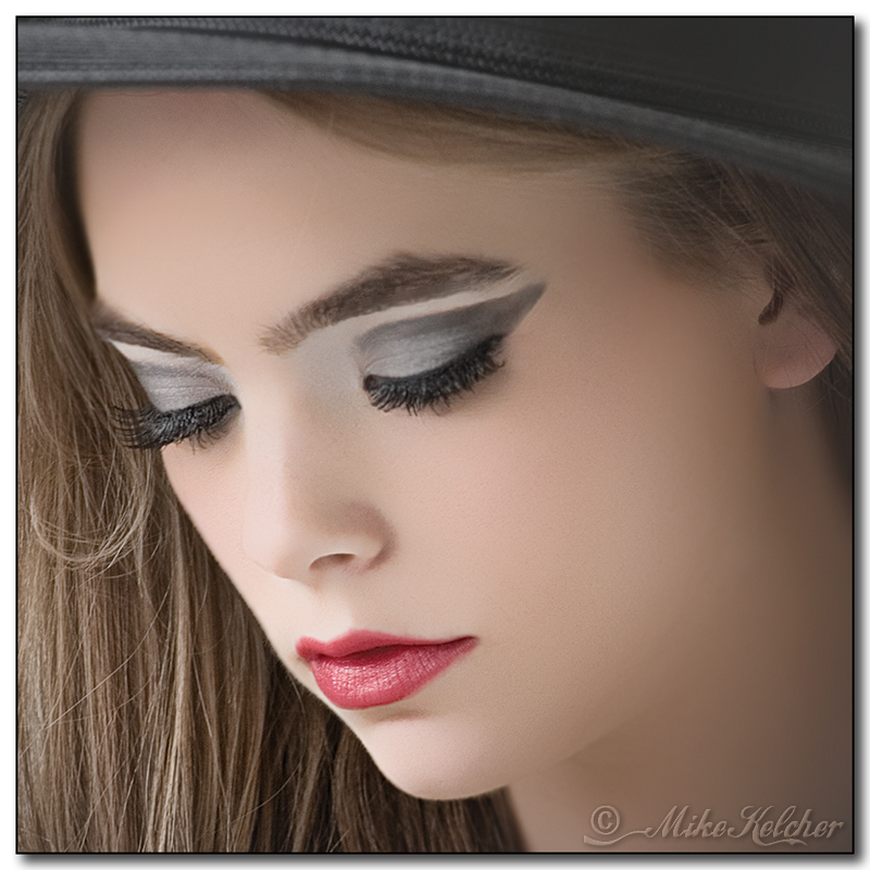 http://photos.modelmayhem.com/photos/130316/00/514425479891e.jpg