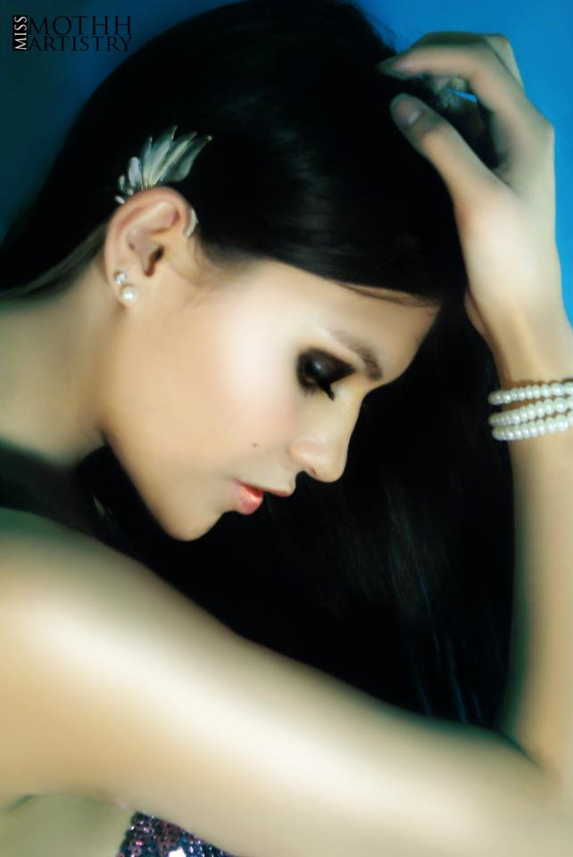 Female model photo shoot of Miss Mothh Artistry