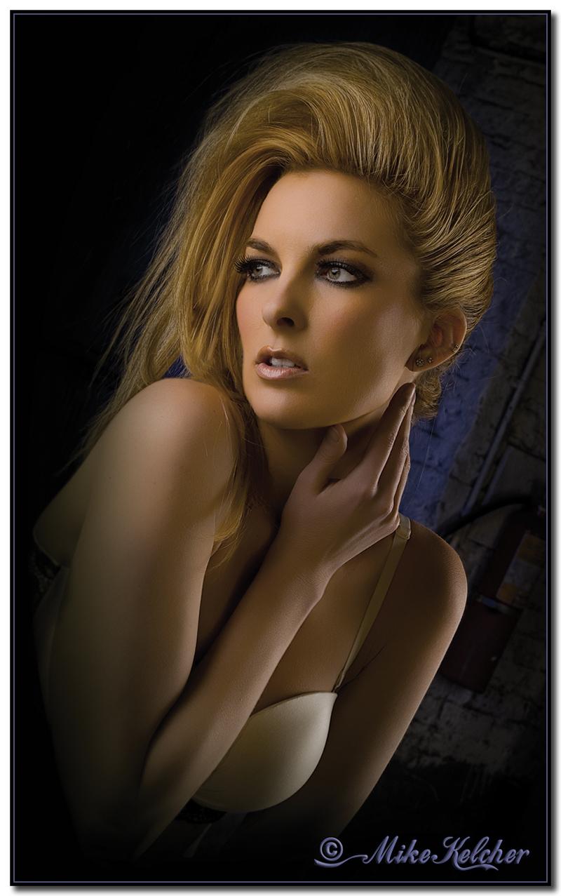 http://photos.modelmayhem.com/photos/130318/02/5146d99b134cc.jpg