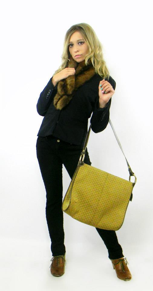Female model photo shoot of Dominique Glass
