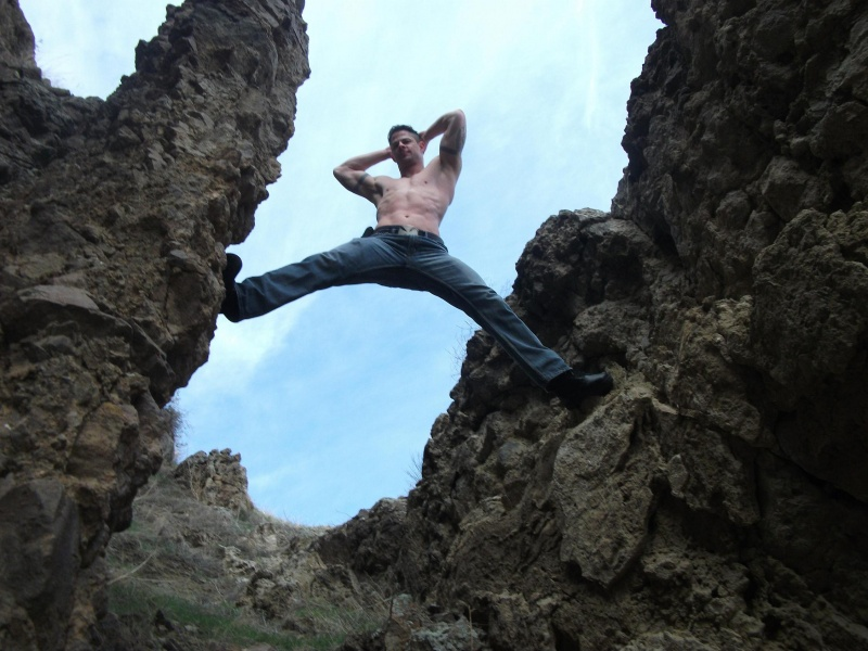 Male model photo shoot of Dan Ellis