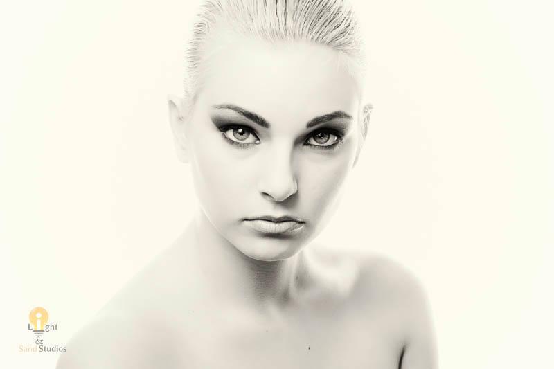 https://photos.modelmayhem.com/photos/130327/09/51531d8d9fcfa.jpg