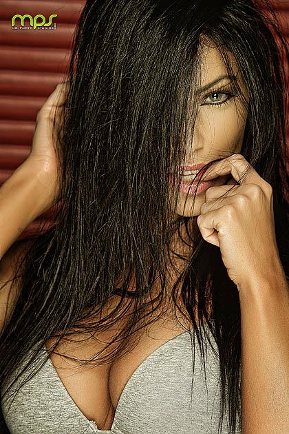 https://photos.modelmayhem.com/photos/130406/00/515fc92b60a6b.jpg