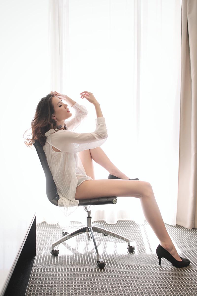https://photos.modelmayhem.com/photos/130408/03/51629bf95cd52.jpg