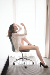 https://photos.modelmayhem.com/photos/130408/03/51629bf95cd52_m.jpg