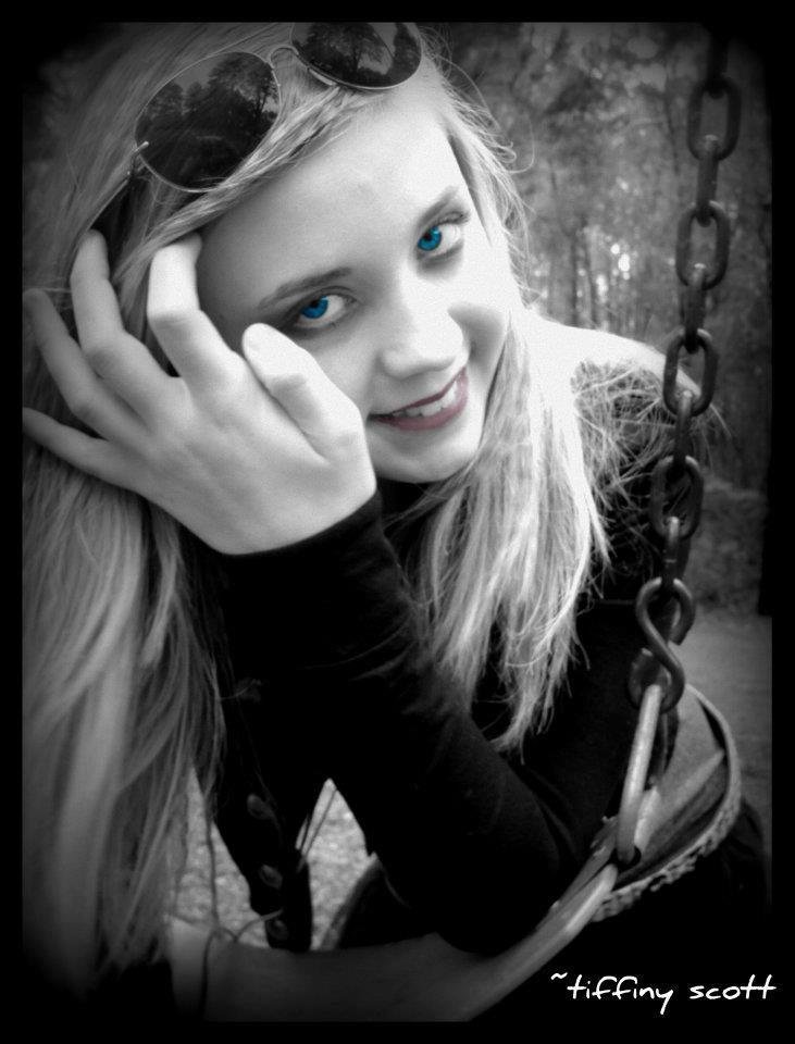 Female model photo shoot of Sunkissed7