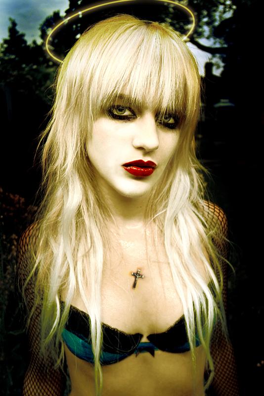 Female model photo shoot of Luna Viola
