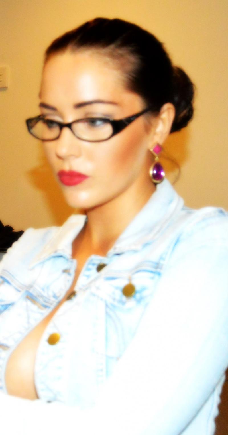 Female model photo shoot of Hunter_2012