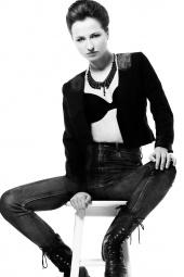 http://photos.modelmayhem.com/photos/130414/15/516b2ce711198_m.jpg