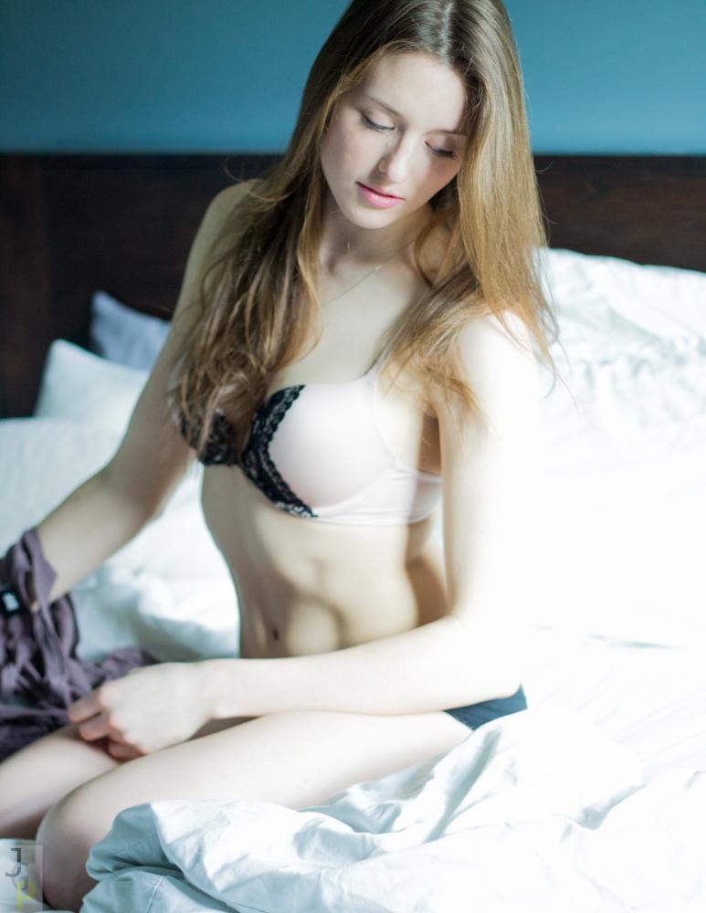 https://photos.modelmayhem.com/photos/130418/10/5170345986808.jpg